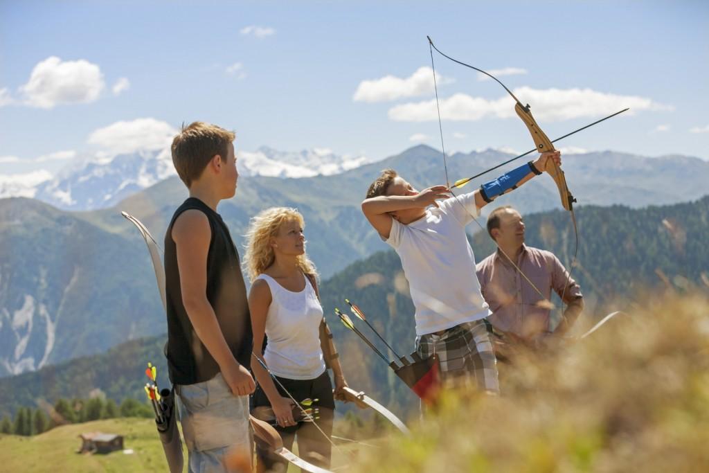 Am Watles im Obervinschgau können VinschgauCard-Inhaber an einem kostenlosen Schnupperkurs in der 3-D-Bogensportanlage teilnehmen. ©Vinschgau Marketing/Frieder Blickle